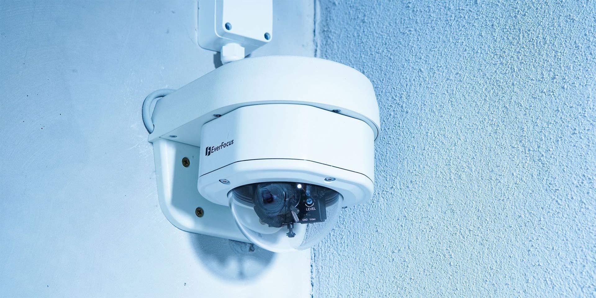 Kamera an der Wand installiert durch die Firma Elektrotechnik Hirschi in Herne